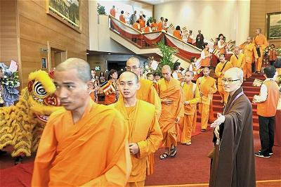 monks-from-27-countries-attending-the-10th-world-buddhist-sangha-council-general